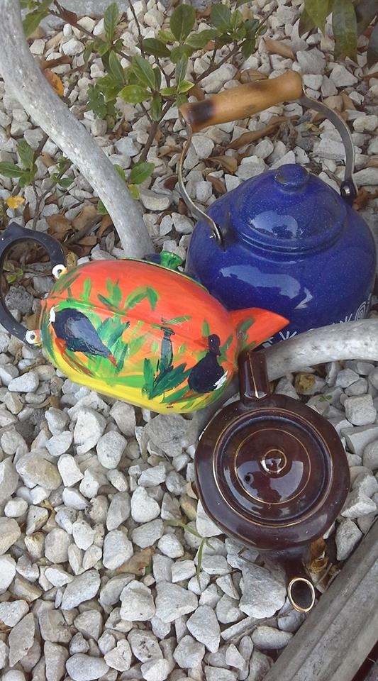 reuse old metal teapots upcycled garden craft decoration ideas
