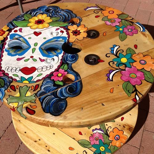 wooden cable spool table painted girl face art diy project garden ideas