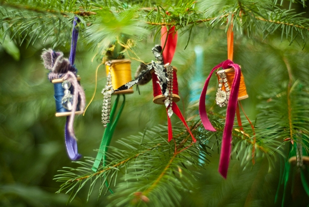 crafts diy christmas tree ornaments reused spool of thread with ribbons creative decorating ideas