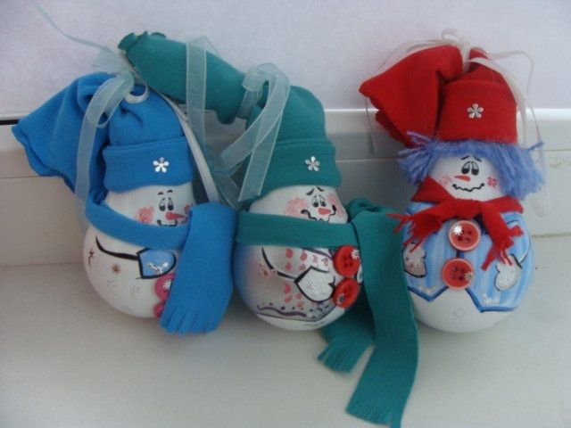 homemade christmas tree ornaments cute snowman ribbons decorated burnt electric bulbs