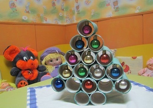 toilet paper rolls diy christmas tree with ornaments decoration ideas