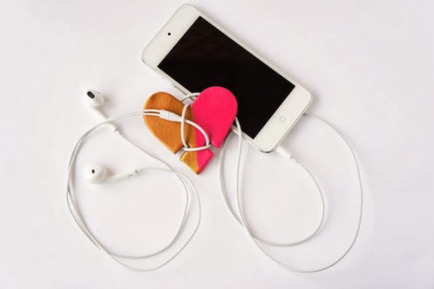 cheap valentines day gift idea for her diy iPhone Cord Organizer handmade heart iPhone Cord holder