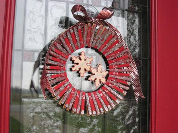 cheap upcycling front door clothespin wreath calendar project