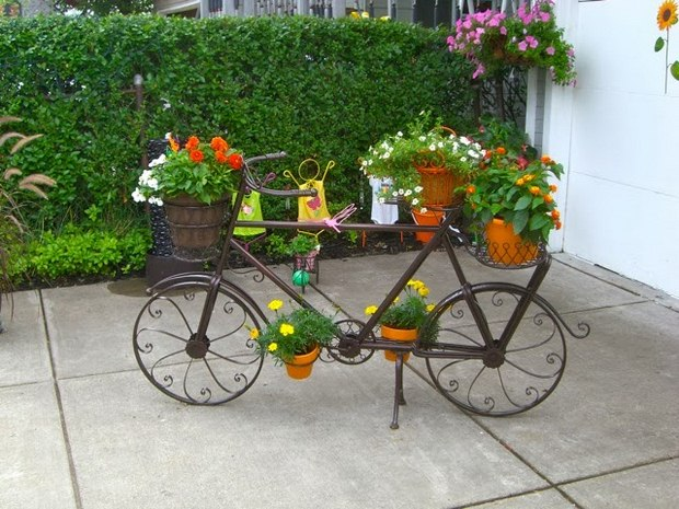 old reused bike with flowers garden decoration ideas