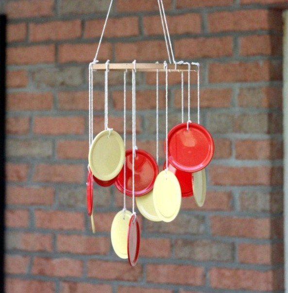 wind chime crafts summer diy crafts from old paint box caps in white and red color