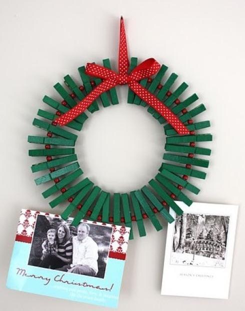 christmas ornaments clothespins green wreath red ribbon creative idea