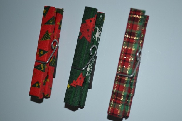 upcycle old clothespins christmas tree ornaments red green colored decoration