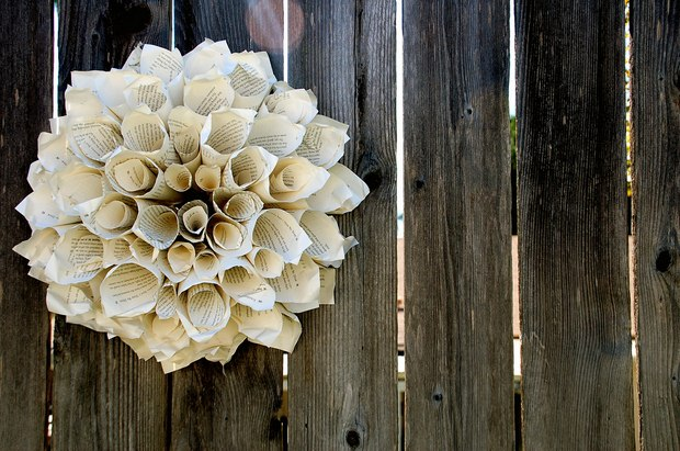 book page christmas ornaments vintage paper wreath hanging wooden wall craft decoration ideas