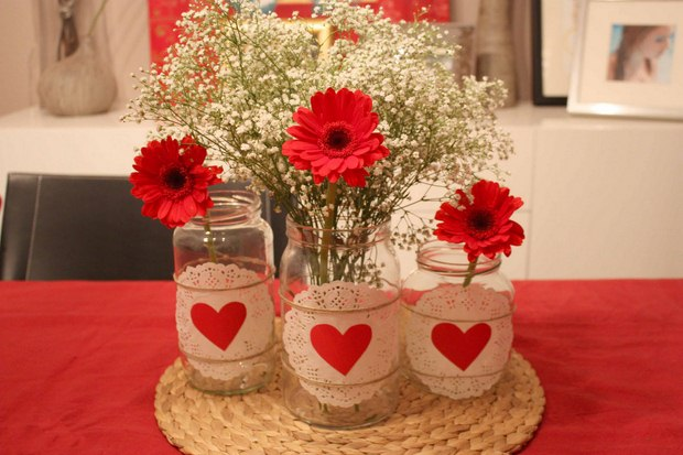 valentine's day crafts glass jars decorated doilies red paper hearts vases babys breath red gerbera