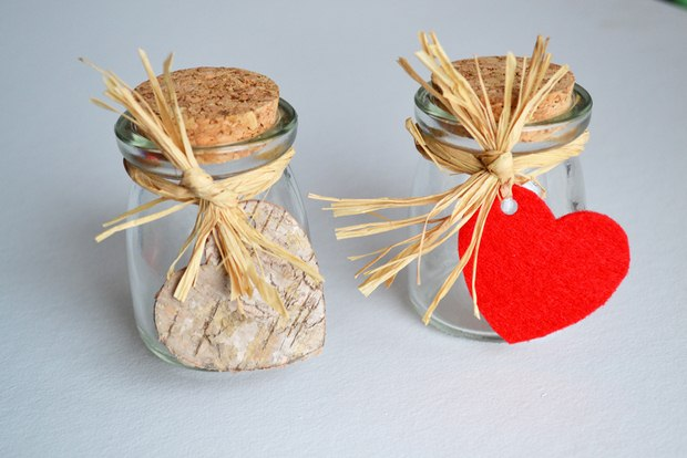 valentines day crafts mini glass jars cork tap raffia ribbon heart ornaments