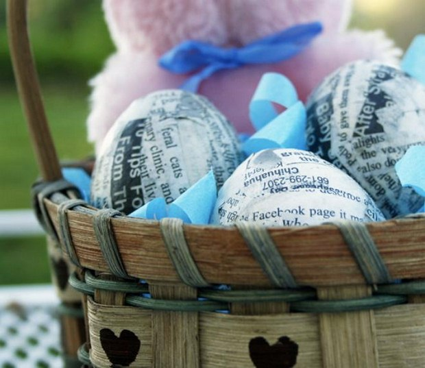easter egg decorating ideas using wooden basket recycled newspaper outdoor