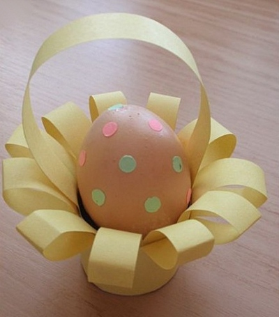 easter egg decorating ideas yellow cardboard holder basket diy repurposed project