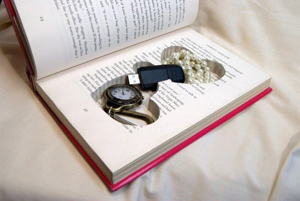 reuse old books jewelry love shaped safe box repurposed diy gift idea