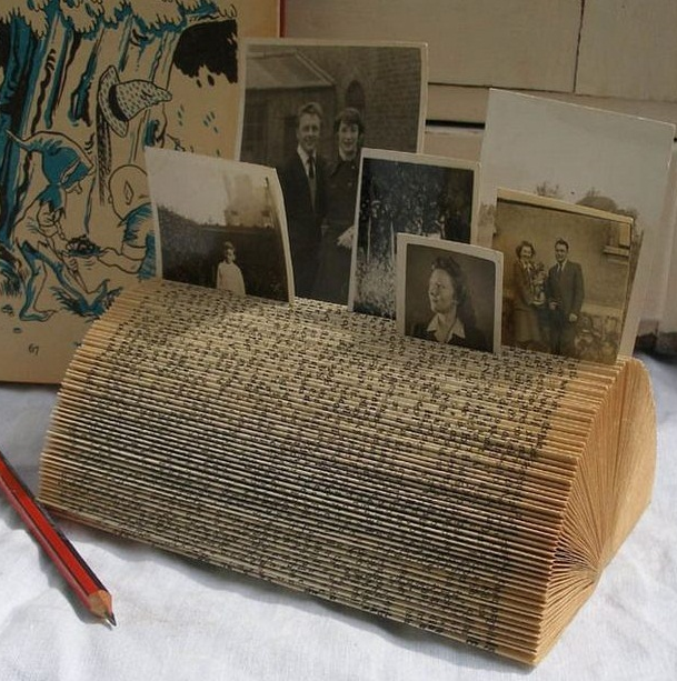 reuse old books recycled diy photo holder picture frame folding pages vintage decor idea