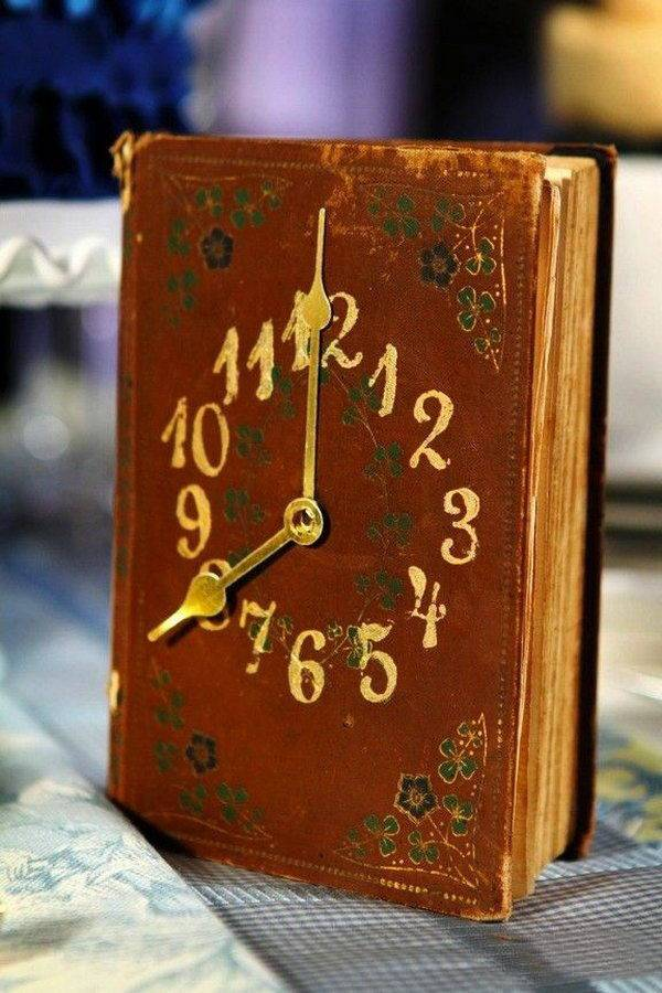 reuse old books vintage diy clock upcycled home decoration