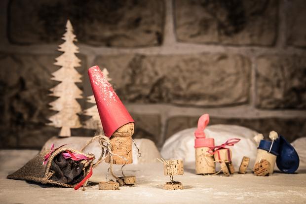 wine cork christmas crafts snowman red hats mini tree snow decor