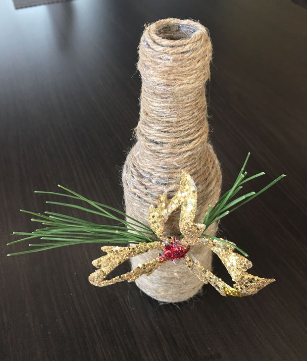 christmas table centerpieces kids crafts rustic glass bottle wrapped jute twine gold leaf ornament pine needles