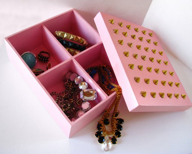 reuse shoebox jewellery holder box studs pink gold necklace diy creative idea