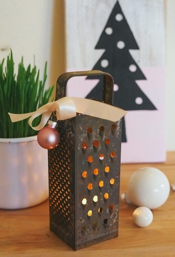 reused cheese grater diy vintage christmas decor idea
