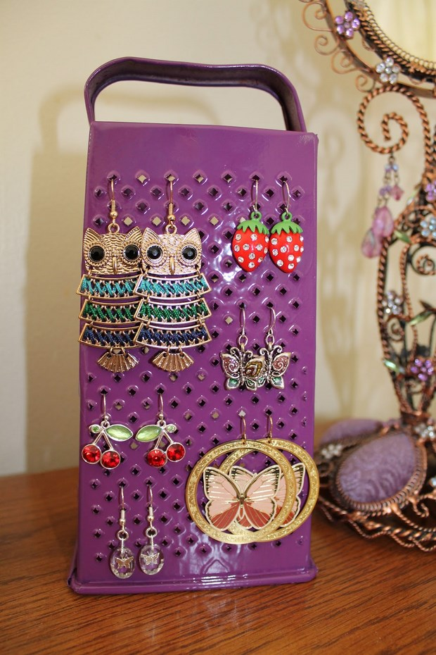 upcycle cheese grater painted homemade earring holder diy idea