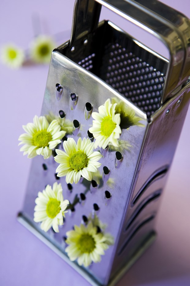 upcycling cheese grater centerpiece flower vase simple idea