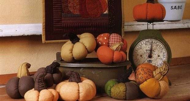 stuffed-fabric-pumpkin-mini-decorations-patchwork