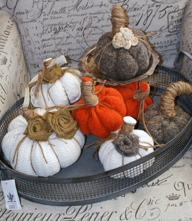 stuffed-fabric-pumpkin-old-sweaters-upcycling-burlap-arrangement
