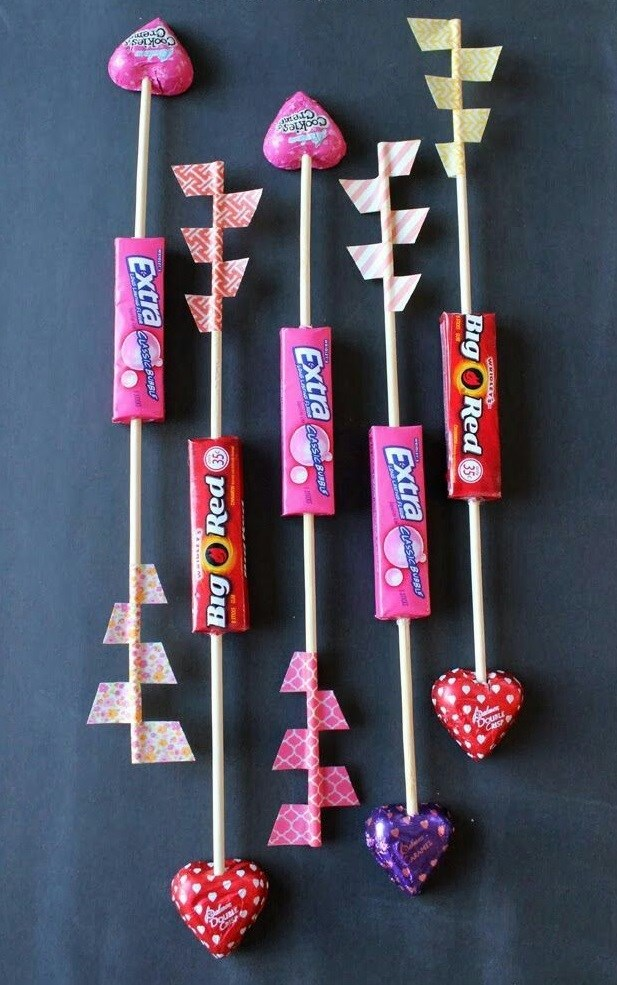 valentine crafts wooden arrows chewing gums lollipops creative idea